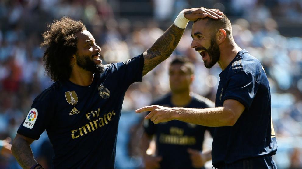 Marcelo y Benzema celebran un gol en Balaídos. (AFP)
