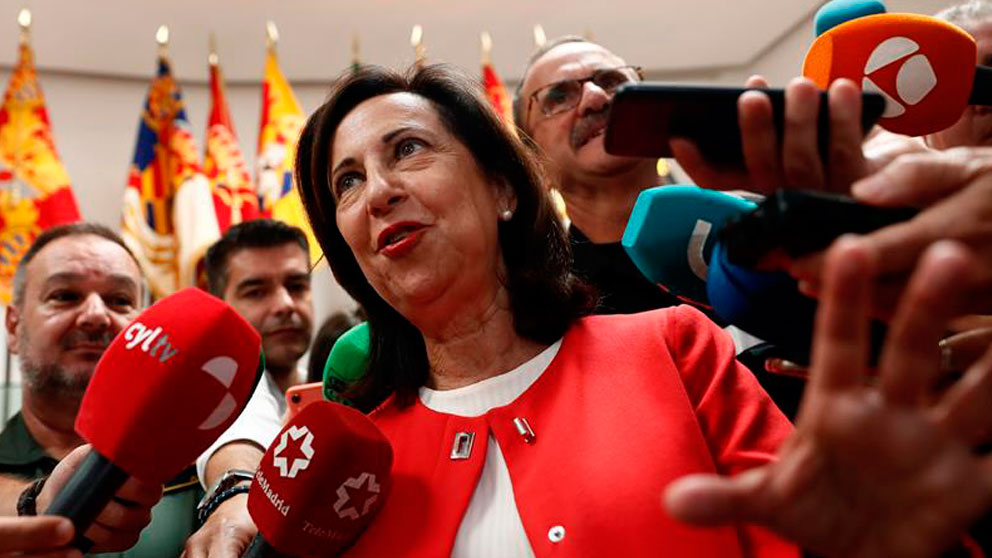 La ministra de Defensa, Margarita Robles, atiende a los medios. Foto: EFE