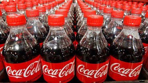 Descubre todos los usos que tiene la Coca-Cola para limpiar