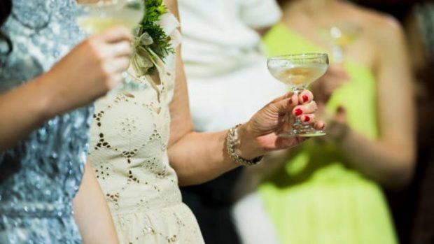 vestirse boda de noche