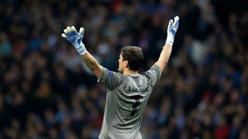 Iker Casillas podría volver a los terrenos de juego (Getty).