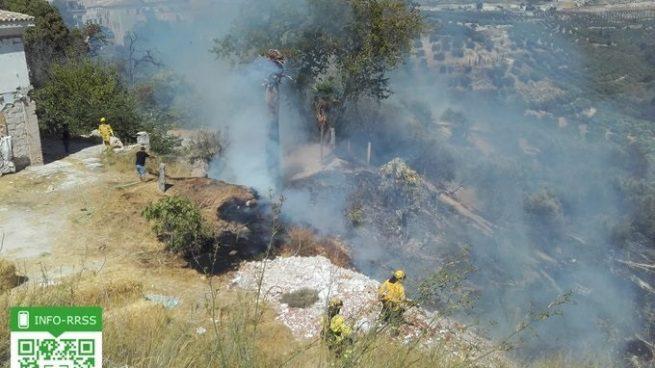 Estepona fuera de peligro: los servicios de emergencias dan por controlado el fuego