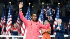 Rafael Nadal levanta el trofeo de campeón del US Open 2017.