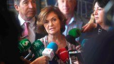 La vicepresidenta del Gobierno en funciones, Carmen Calvo, ha anunciado este jueves que España acogerá a quince de los migrantes rescatados por el Open Arms, si se mantiene el reparto inicial, en declaraciones a los periodistas en Córdoba, donde ha visitado un centro de acogida humanitaria destinado a mujeres africanas y a sus hijos. Foto: EFE