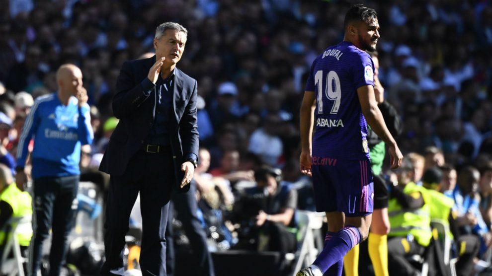 Fran Escribá durante un partido ante el Real Madrid (AFP)