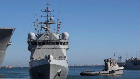 El buque 'Audaz' de la Armada española partiendo hacia Lampedusa. (Foto: EFE)