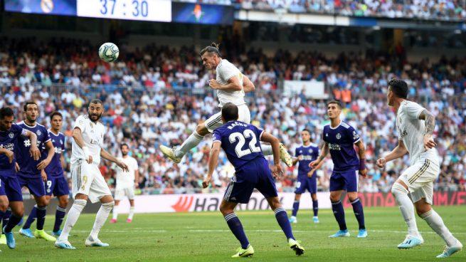 Bale cabecea en el partido ante el Valladolid. (Getty)