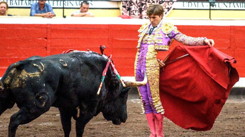Juan Leal durante una de sus faenas (Foto: EFE).