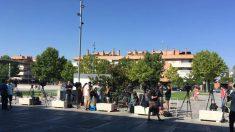 Periodistas apostados frente a la clínica donde van a operar al Rey Juan Carlos. (Paco Toledo)