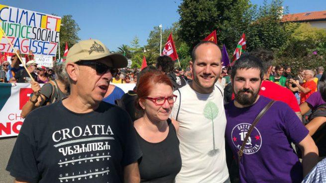 Dirigentes de Podemos Euskadi en la marcha contra la cumbre del G-7. (Foto: @PodemosEuskadi_ vía Twitter)