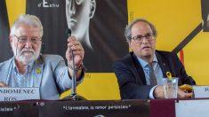 El presidente de la Generalitat, Quim Torra (d), y el del Instituto de Estudios Catalanes, Joandomènec Ros. (Foto: IEC)