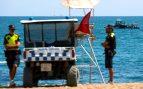Desalojada una playa en Barcelona tras encontrarse una bomba antigua en el agua