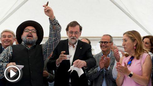 Rajoy, durante su pregón en la Fiestas de la Vendimia de Leiro (Orense). (Foto: EFE)
