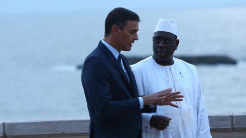 Sánchez, junto al presidente del Senegal Macky Sall, durante su conversación en Biarritz (Francia).