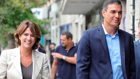 La fiscal general del Estado, Dolores Delgado, y el presidente del Gobierno, Pedro Sánchez (Foto: EP).