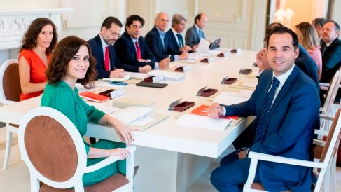 Isabel Díaz Ayuso junto a Ignacio Aguado con el equipo de Gobierno de la Comunidad de Madrid.