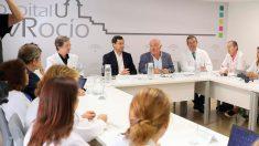 El presidente de la Junta de Andalucía, Juanma Moreno, en rueda de prensa por el brote de listeriosis. Foto: EP