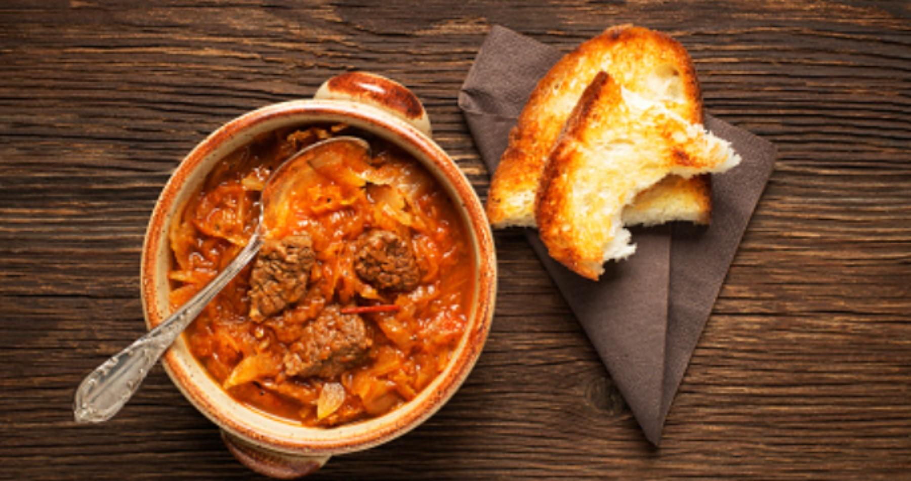 Lomo con col de Mallorca, receta típica fácil de preparar