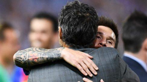 Messi abraza a Luis Enrique. (Getty)