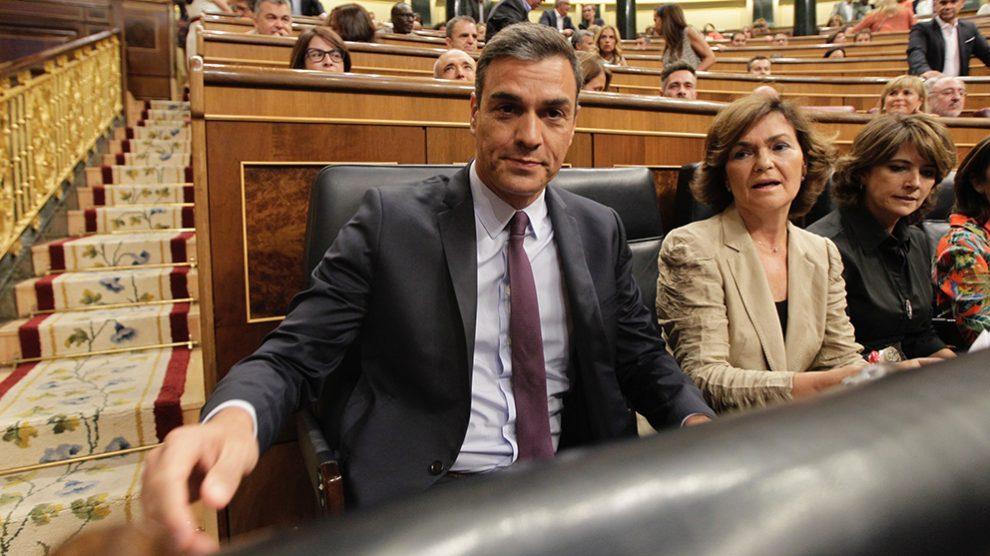 Pedro Sánchez y Carmen Calvo en el Congreso de los Diputados. (Foto: Francisco Toledo)
