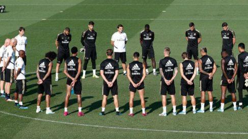 Los jugadores del Real Madrid guardaron un minuto de silencio por el fallecimiento de la hija de Luis Enrique.