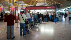 Colas en el aeropuerto de Barajas este viernes