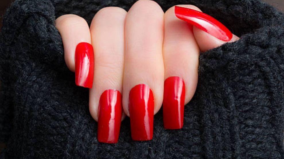 Pasos para aplicar el esmalte de uñas rojo de forma correcta