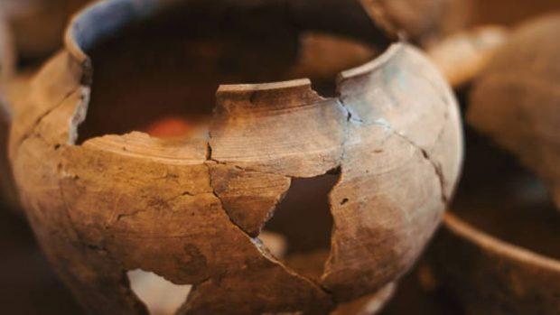 Cómo reparar un jarrón roto de manera creativa y original paso a paso