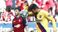 Gerard Piqué se lamenta tras fallar en uno de los goles. (EFE)