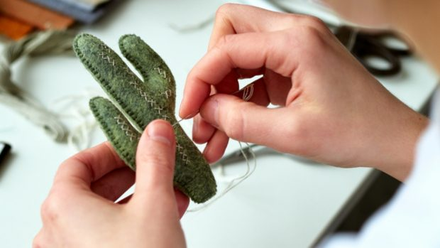 Cómo hacer un cactus de fieltro