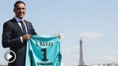 Keylor Navas posa como nuevo jugador del PSG. (PSG)