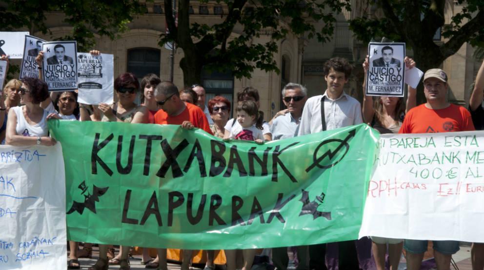 manifestación contra Kutxabank por el IRPH