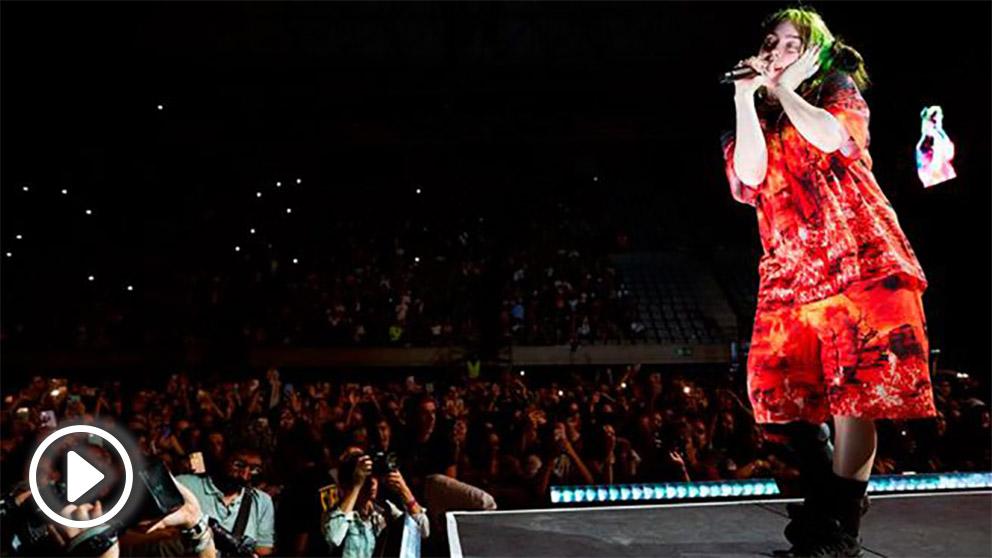 La jovencísima cantante californiana Billie Eilish durante su concierto en el Palau Sant Jordi de Barcelona. Foto: EFE