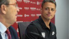 Chicharito Hernández en su presentación con el Sevilla (Sevilla Fútbol Club)