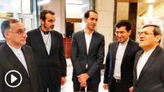 La delegación de Irán, en el hall del número 36 del Congreso en la Carrera de San Jerónimo.