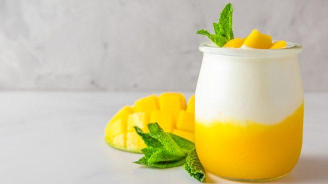 Casa y Jardín- -Gastronomia Mousse-de-yogur-de-leche-de-cabra-y-crema-de-mango-655x368