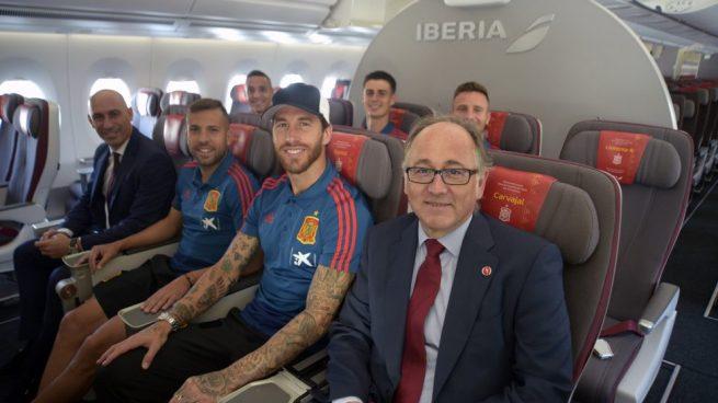 La Selección Española de Fútbol visita el A350 de Iberia que lleva su nombre @Iberia