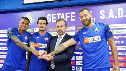 Kenedy, Jason, Ángel Torres y Timor presentan la camiseta del Getafe para la Europa League (@GetafeCF)