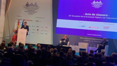 Sánchez, este miércoles, durante su conferencia en Santander. Foto: Joan Guirado