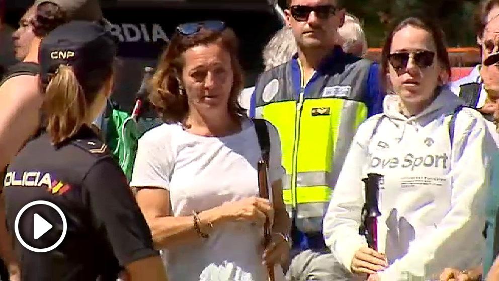 Lola Fernández Ochoa, abatida tras la noticia de la muerte de su hermana.