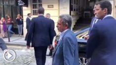 Miguel Ángel Revilla abronca a un ciudadano tras llamar «hijo de puta» a Pedro Sánchez.