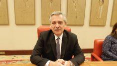 Alberto Fernández sentado (Fotos Francisco Toledo