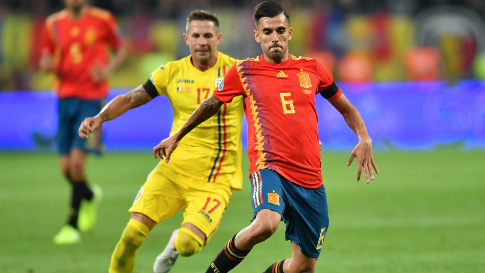 Dani Ceballos durante el Rumanía – España. (AFP)