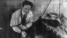 Conoce a Harry Houdini, el mayor mago de la historia