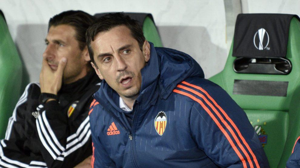 Gary Neville durante su etapa como entrenador del Valencia (AFP)
