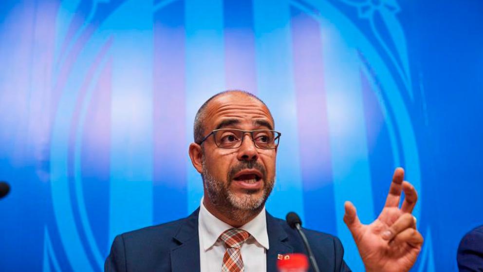 El conseller de Interior, Miquel Buch, durante la rueda de prensa que ha ofrecido tras la reunión celebrada en la sede de la consellería de Interior. Foto: EFE