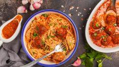 Espaguetis con albóndigas picantes