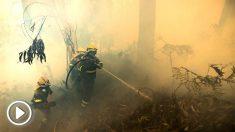 Bomberos en el incendio de la provincia de La Coruña (Foto: EFE).