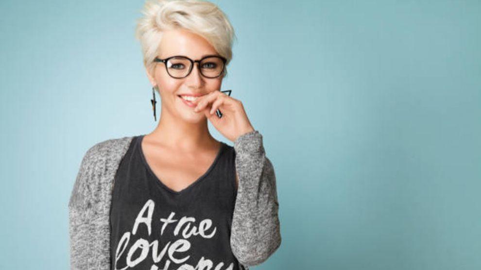 Guía para elegir tu corte de pelo o peinado a partir de las gafas que llevas