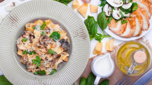 Espaguetis con crema de champiñones